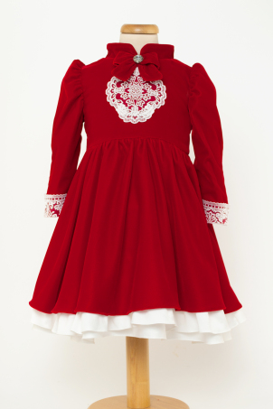 Beatrice - Elegant velvet dress with delicate lace details