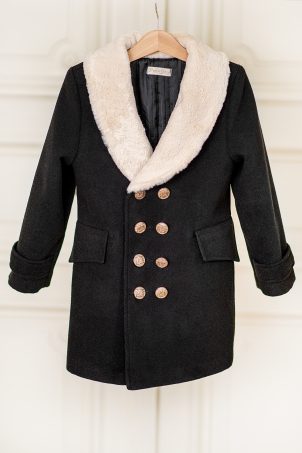 Royal Winter - Black overcoat with a delicate fur collar