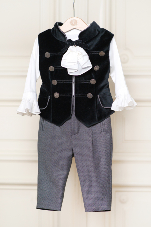 North -  Elegant suit for boys with black velvet vest and jabot