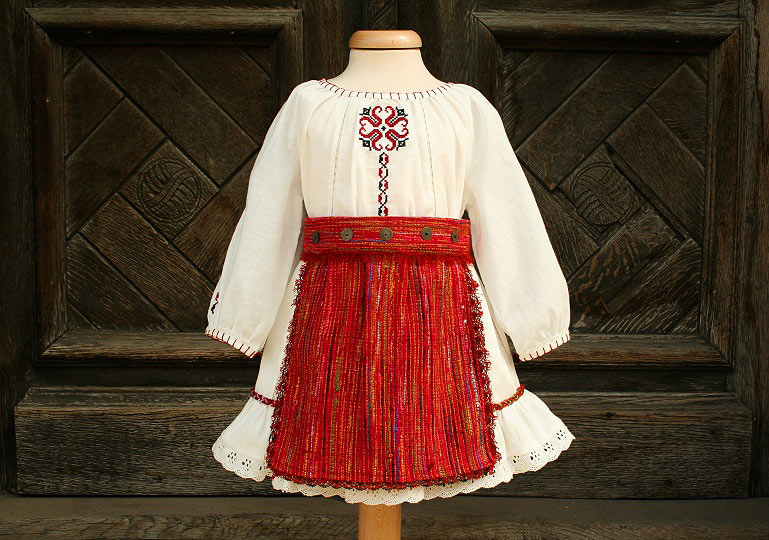 """Ballerina & The Funky Boy"" - romanian traditional costume ""Maria"""